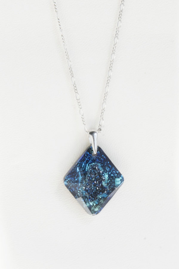 collar swarovski triangulo azul