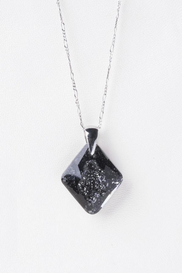 collar swarovski triangulo negro