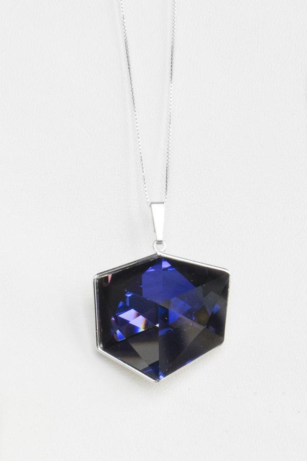 collar swarovski en cubo lila